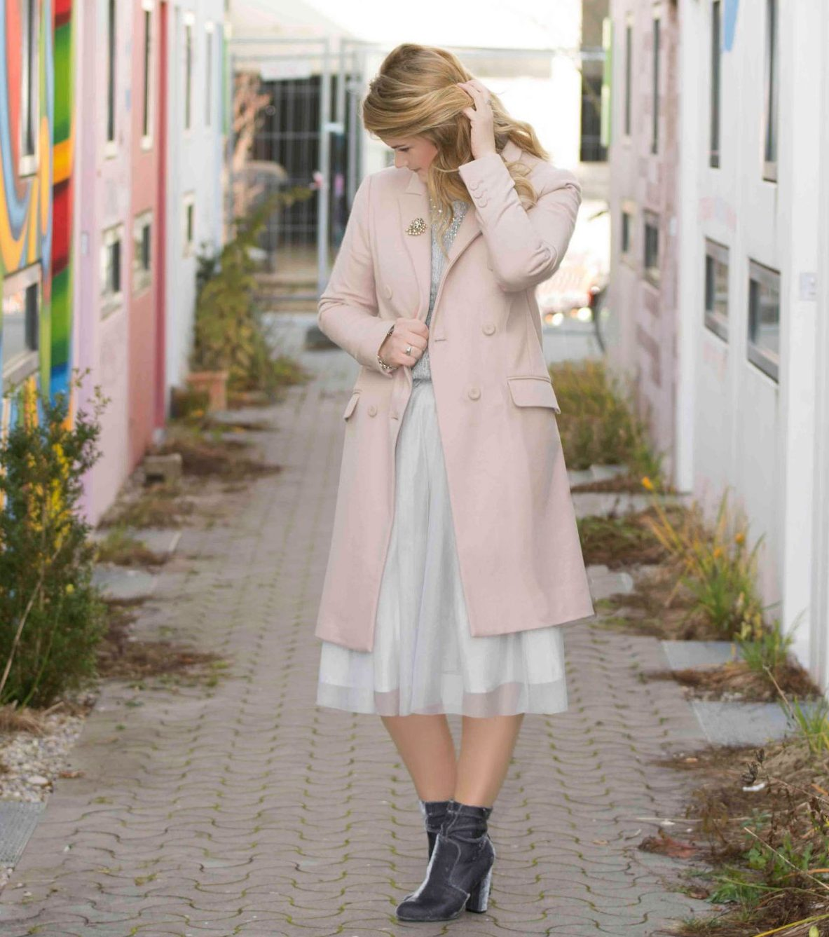 Zara, Pastell, Pastellrosa, Rosa, L'Oréal, Inoa, Perlen, Perlenbrosche, Tiffany, Return to Tiffany, Pineapples and Pumps, Fashionblog, Modeblog, Modeblogger, Fashionblogger, Blogger, Styleblogger, Beauyblogger, Muenchen, Blond, ghd, Mantel, Coat, Statement, Winter, Look, Lookbook, Schmuck, Accesoires, Brosche, Tuellrock, Tuell, Rock, Pullover, C&A, Samt, Samtboots, Boots, Stiefelette