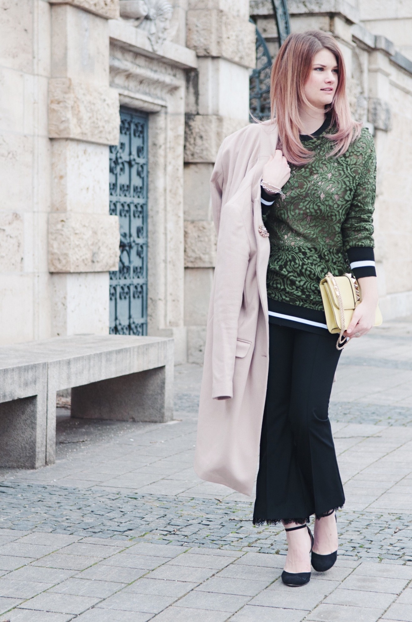 Mantel, Zara, Coat, Pumps, Riemchenpumps, Schuhe, Valentino, Rockstud, Frühling, Greenery, Spitze, Lace, Sweatshirt, Hairstyle, Pastell, Culottes, Muenchen, Munich, Pineapples and Pumps, Fashion Blog, Blogger, Modeblogger, National Museum, Kopfsteinpflaster, Mac Cosmetics