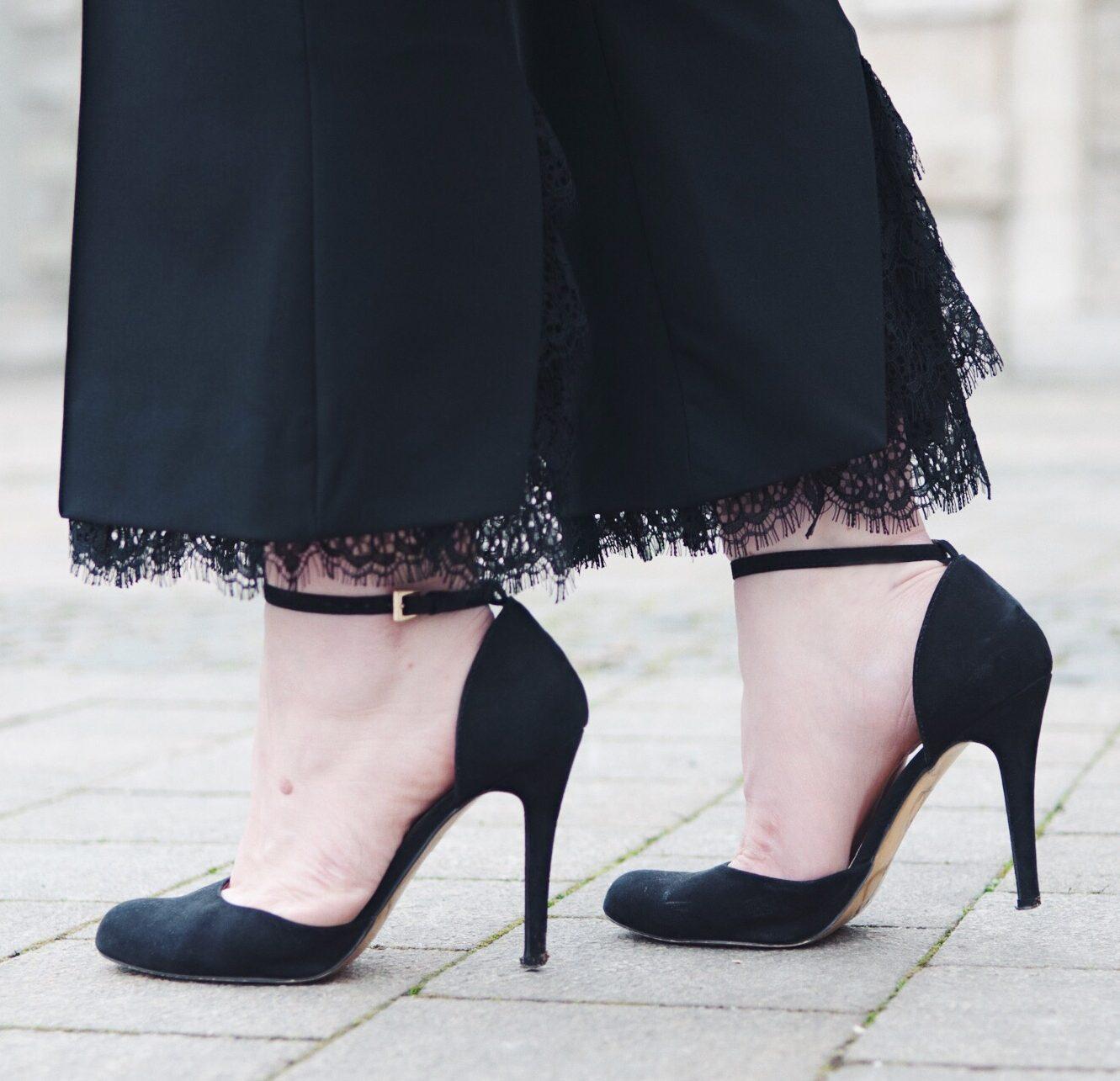 Pumps, Zara, Lace, Hose, High Heels, Absatz, Schwarz, Muenchen, Munich, Pineapples and Pumps, Fashion Blog, Fashion Blogger, Blogger, Modeblogger