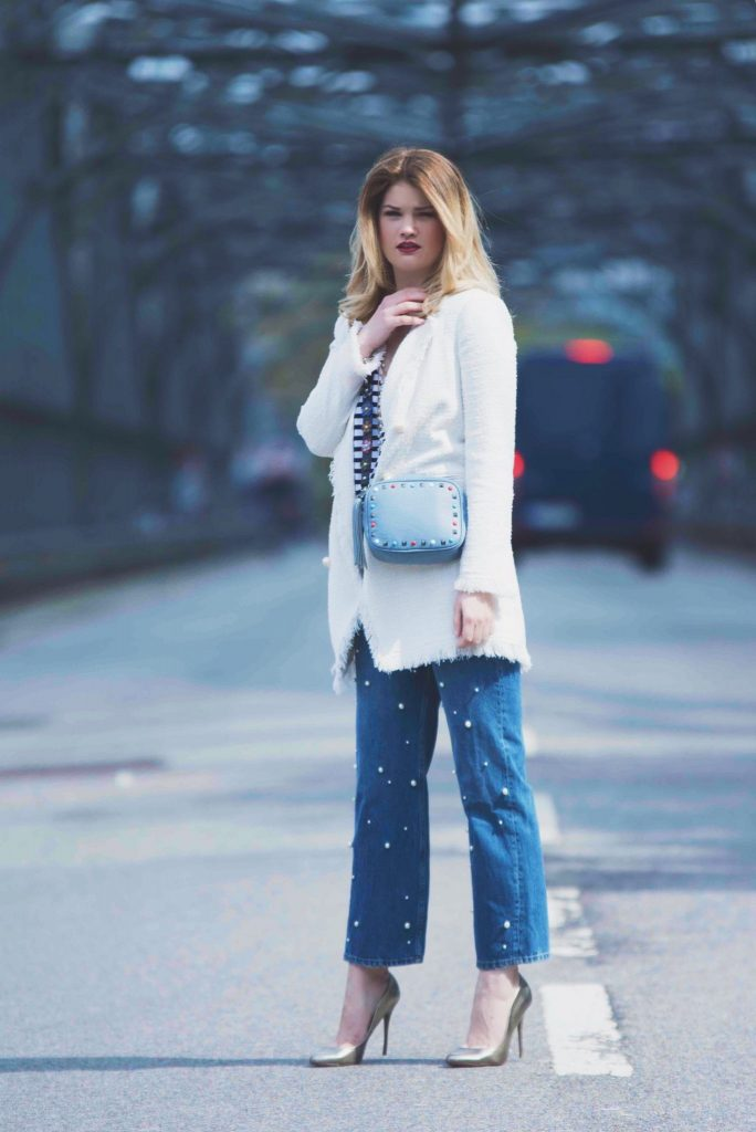 Chanel, Streifenshirt, Paris, Pineapples and Pumps, Muenchen, Munich, Fashionblog, Blogger, Beauty, Look of the Day, Perlenjeans, Jeans, Pearls, Gold, Schmuck, Jewelry, Hackerbruecke, Pumps, Valentino