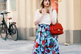 Zara, Skirt, Rock, Bag, Chanel, Slingback Pumps. Pineapples and Pumps, Vichy Caros, Blumenmuster, Print, kariert, Blau weiß kariert, red lips, Munich, Muenchen, Pineapples and Pumps, Fashionblog, Blog, Modeblog, Blogger, Safaribluse, Zara, H&M, Beverly Feldman
