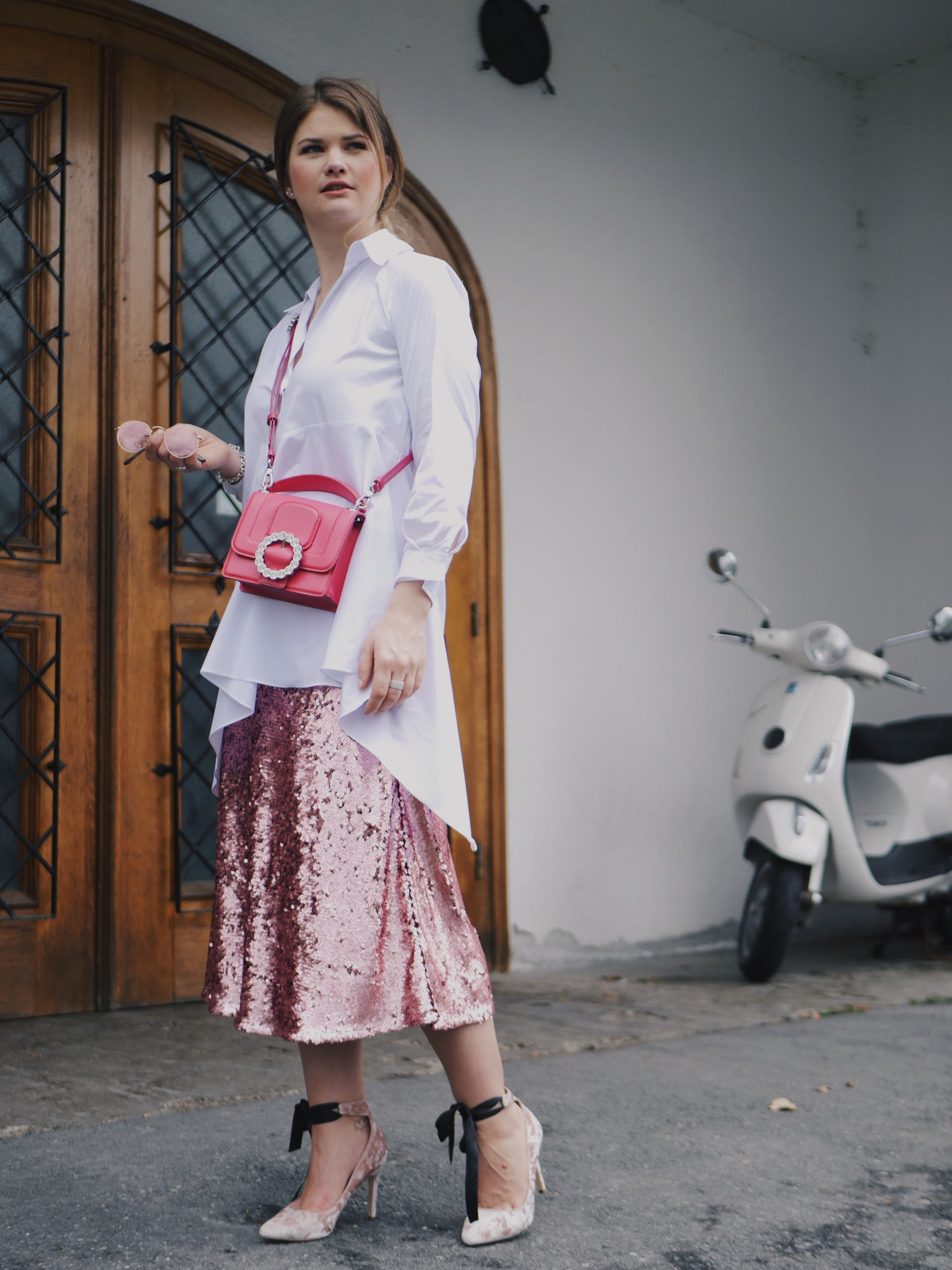 Shine Rosy – Sequins Skirt, Velvet Pumps and Marc Jacobs
