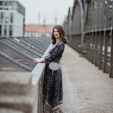Dress 4 Less – Plissiertes Kleid mit Paisley Muster